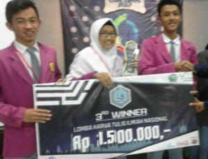 Juara 3 lomba Karya Tulis Ilmiah (KTI) tingkat nasional di Universitas Negeri Malang (UM)